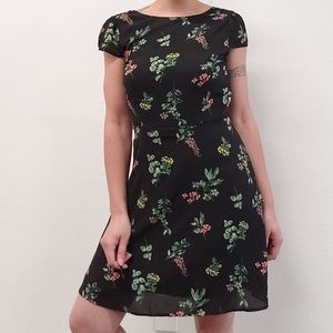 Abercrombie & Fitch floral dress in black Size MT